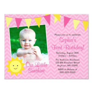"""Cumpleaños amarillo rosado de la foto de la sol invitación 4.25"""" x 5.5"""""""