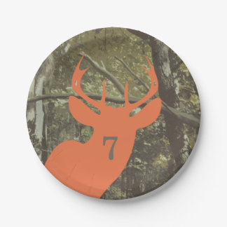 Cumpleaños anaranjado de la caza del camuflaje de platos de papel