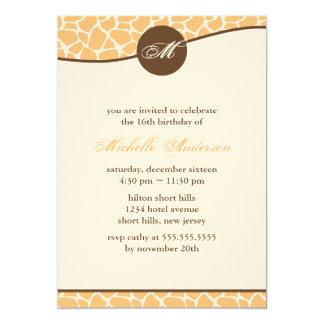 """Cumpleaños anaranjado del modelo de la jirafa invitación 5"""" x 7"""""""