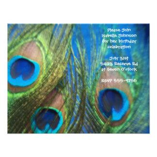 Cumpleaños azul de la pluma del pavo real comunicados personales