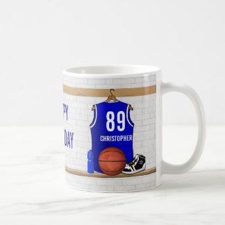 Cumpleaños azul y blanco del jersey del baloncesto taza