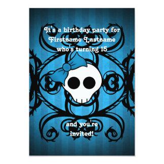 Cumpleaños azul y negro 5x7 del cráneo gótico invitación 12,7 x 17,8 cm