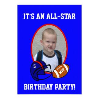 Cumpleaños azul y rojo del fútbol y del casco de f anuncio personalizado