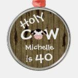 Cumpleaños chistoso personalizado de la vaca 40.a adorno navideño redondo de metal