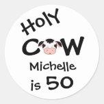 Cumpleaños chistoso personalizado de la vaca 50.a pegatina redonda