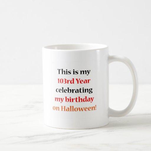 Cumpleaños de 103 Halloween Taza Básica Blanca