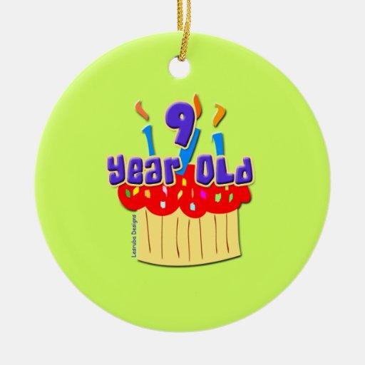 Cumpleaños de 9 años adorno navideño redondo de cerámica