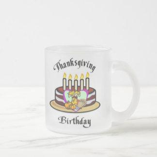 Cumpleaños de la acción de gracias tazas