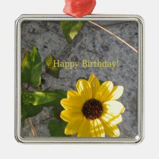 Cumpleaños de la margarita de la duna de la playa adorno navideño cuadrado de metal