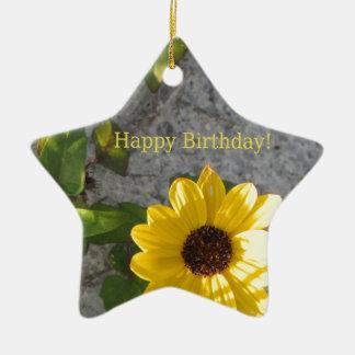 Cumpleaños de la margarita de la duna de la playa adorno navideño de cerámica en forma de estrella