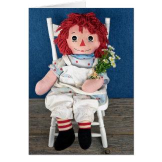 Cumpleaños de la muñeca y de la margarita de trapo tarjeta de felicitación