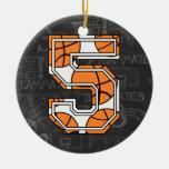 Cumpleaños de la pizarra del baloncesto 5to ornamento para arbol de navidad
