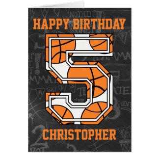 Cumpleaños de la pizarra del baloncesto 5to tarjeta de felicitación