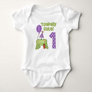Cumpleaños de la rana linda de Toadally 1r Tee Shirts