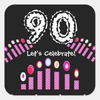 Cumpleaños de las velas del rosa el 90.o nos dejó pegatina cuadrada