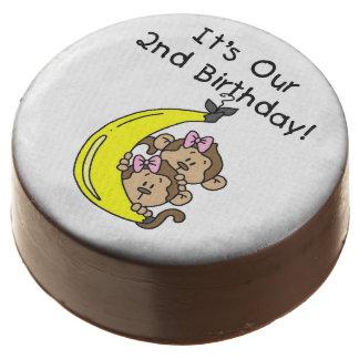 Cumpleaños de los chicas gemelos del mono el 2do