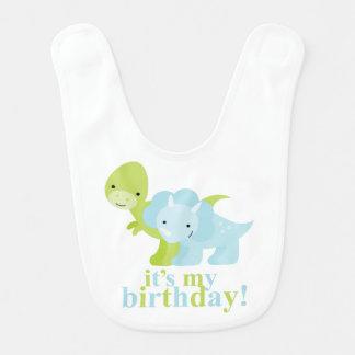 Cumpleaños de los dinosaurios azules y verdes babero para bebé