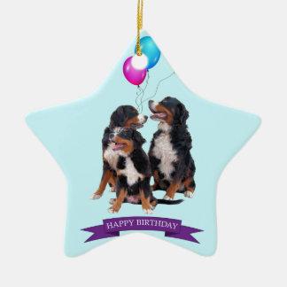 Cumpleaños de los perros de montaña de Bernese Adorno Navideño De Cerámica En Forma De Estrella