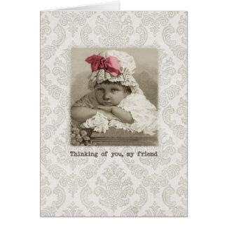 Cumpleaños del amigo - chica del vintage en capo tarjeta de felicitación