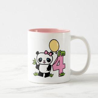 Cumpleaños del chica de la panda 4to taza de dos tonos