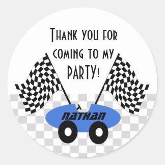 Cumpleaños del coche de carreras pegatina redonda