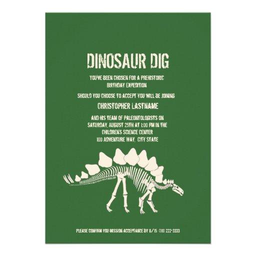 Cumpleaños del empuje del dinosaurio comunicado