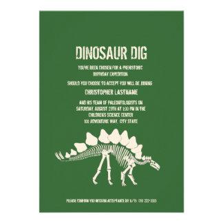 Cumpleaños del empuje del dinosaurio invitaciones personales