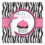 Cumpleaños del estampado de zebra y de la magdalen invitacion personalizada