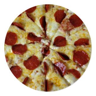 """Cumpleaños del fiesta de la pizza de salchichones invitación 5.25"""" x 5.25"""""""