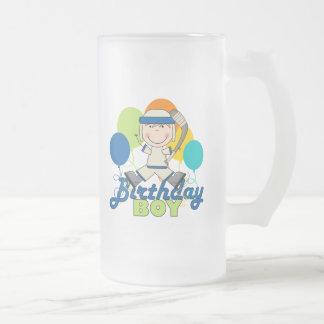 Cumpleaños del hockey de los muchachos jarra de cerveza esmerilada