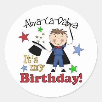 Cumpleaños del mago de los niños pegatina redonda