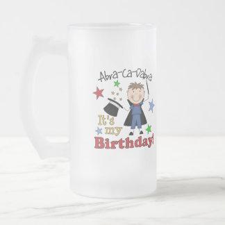 Cumpleaños del mago de los niños taza de cristal
