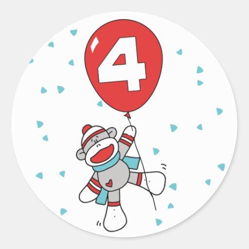 Cumpleaños del mono del calcetín 4to pegatina redonda