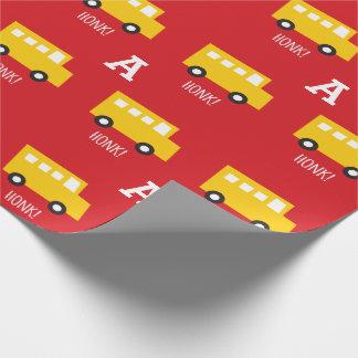 Cumpleaños del monograma del autobús del amarillo papel de regalo