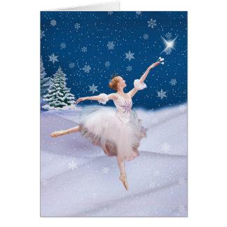 Cumpleaños del navidad con la bailarina en nieve tarjeta de felicitación