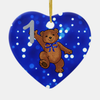 Cumpleaños del oso de peluche 1r para el muchacho adorno navideño de cerámica en forma de corazón