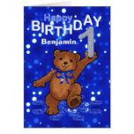 Cumpleaños del oso de peluche 1r para el muchacho tarjetón