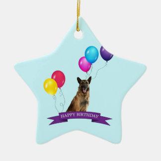 Cumpleaños del perro de pastor alemán feliz adorno navideño de cerámica en forma de estrella