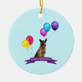 Cumpleaños del perro de pastor alemán feliz adorno navideño redondo de cerámica