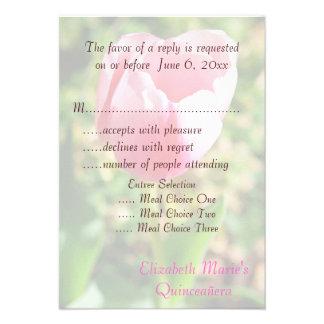 Cumpleaños del tulipán rosado de Quinceanera RSVP Comunicado Personalizado