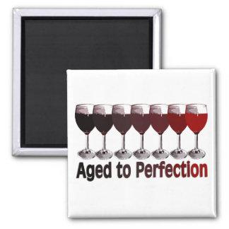 Cumpleaños del vino rojo imán cuadrado