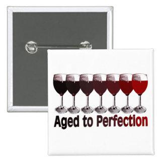 Cumpleaños del vino rojo pin cuadrado