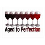 Cumpleaños del vino rojo postal