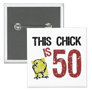 Cumpleaños divertido de las mujeres el 50.o pin cuadrado