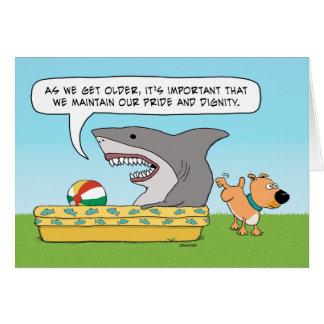 Cumpleaños divertido del tiburón y del perro tarjeta de felicitación