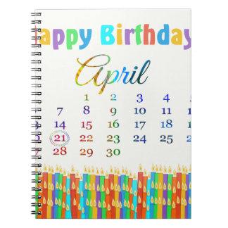 Cumpleaños el 21 de abril, velas coloridas del cum cuaderno