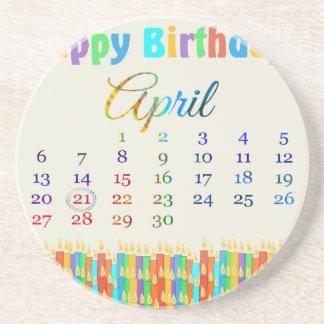 Cumpleaños el 21 de abril, velas coloridas del cum posavasos personalizados