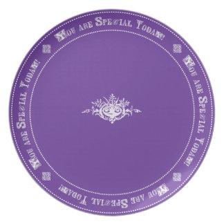 Cumpleaños especial púrpura de la familia de la tr plato para fiesta