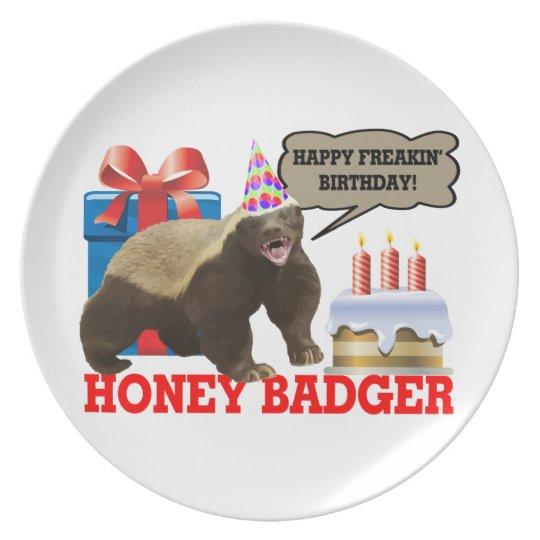 Cumpleaños feliz de Freakin del tejón de miel Platos Para Fiestas