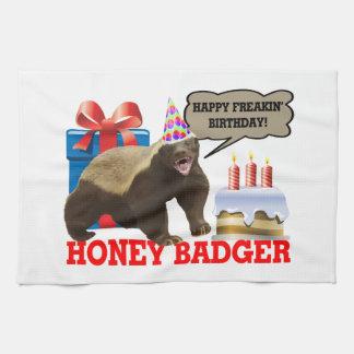 Cumpleaños feliz de Freakin del tejón de miel Toalla De Mano